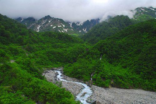 松川渓谷・猿倉から大雪渓に向かう登山道より
